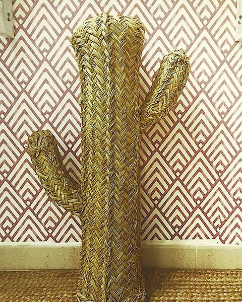 Decoración vintage de hotel - cactus de esparto