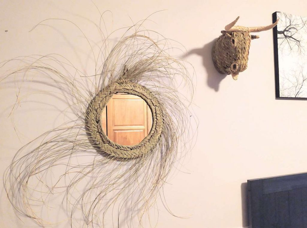 must-haves-decoracion-artesania-espejo-esparto